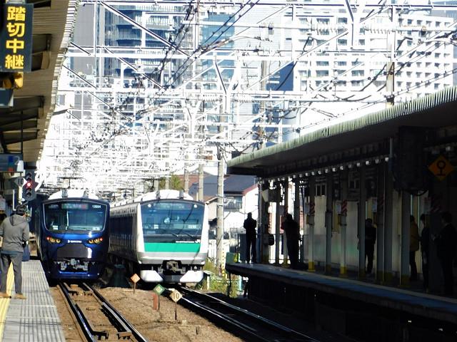 11月30日、西大井にて。西大井を相鉄12000系、埼京線E233系が通る…快挙だと思う。